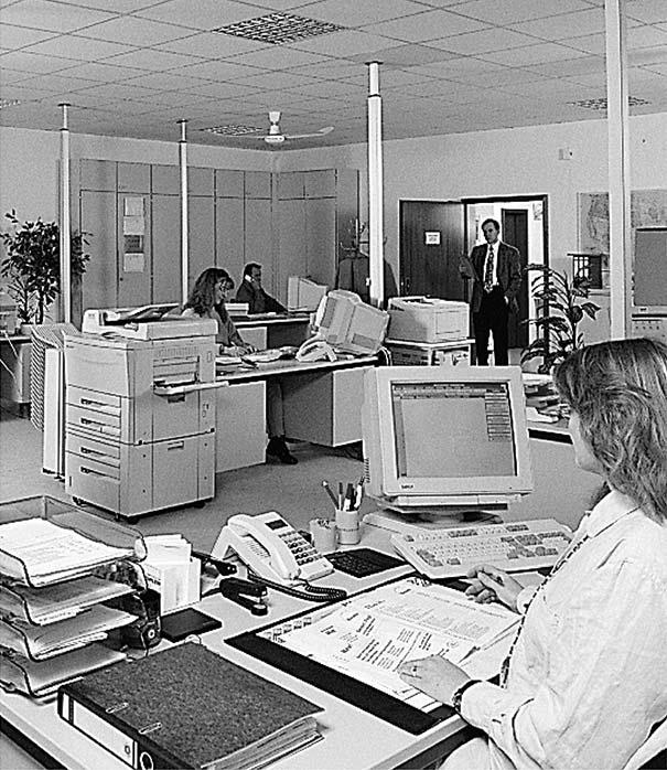 So sah neueste Technik im Jahr 1990 aus: die frisch bezogenen Räume in Rosbach, 1990.