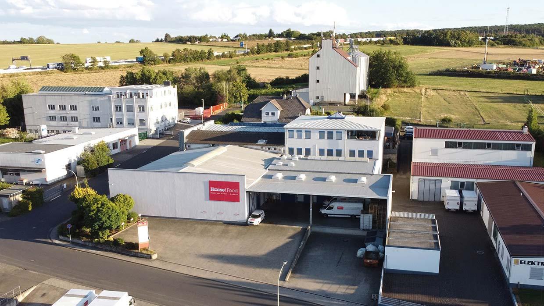 Glücksgriff: Das Firmengebäude in Ober-Mörlen, direkt an der A5, 2012