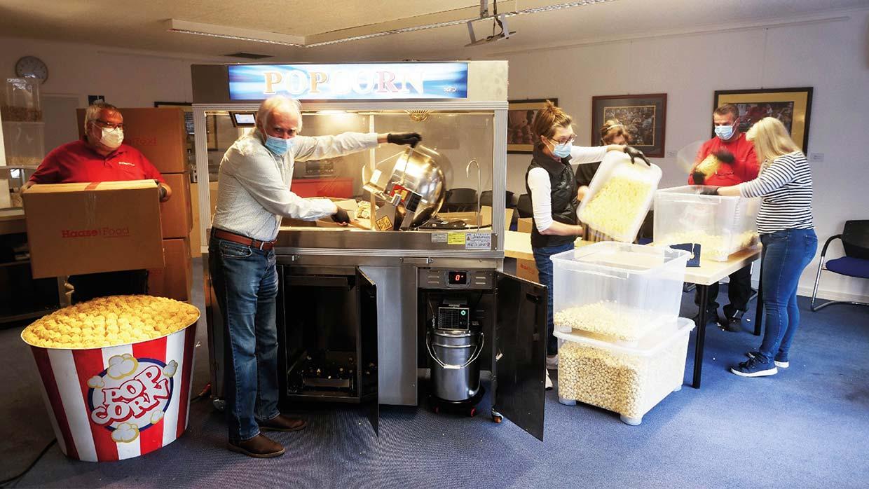 Popcorn-Produktion für den guten Zweck, Ober-Mörlen, 2020