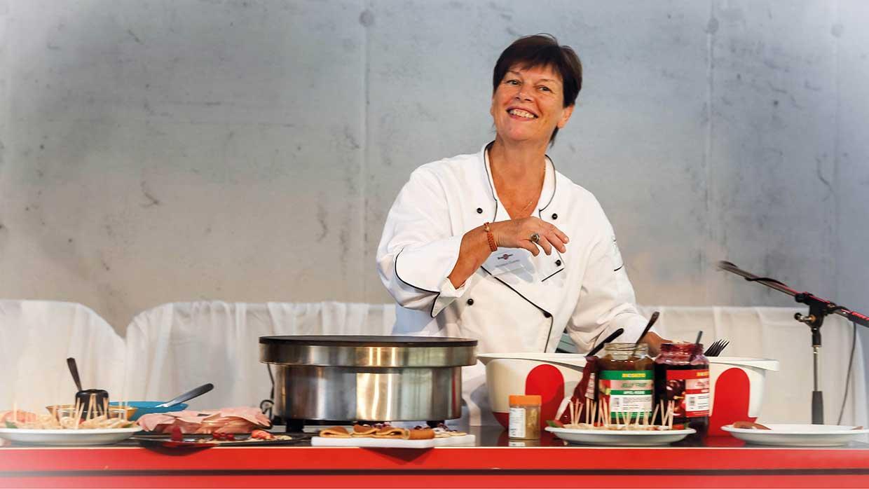 Monique Guenec, Verkaufsleiterin von Krampouz, auf der Food-Show 2014 bei Haase Food