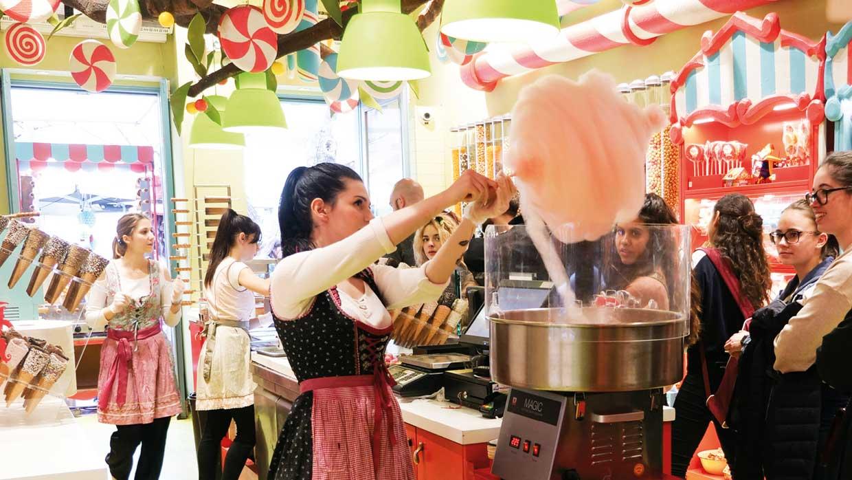 Großes Staunen: Die Zuckerwatte-Maschine Magic im Einsatz
